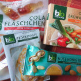 Bio Zentrale Cola Fläschchen, Gemüse Brühwürfel, Nuss Honig Riegel und Trockenhefe als Entschädigung