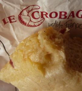 Eine Le Crobag Käse Flûte mit eingebackenem Haar